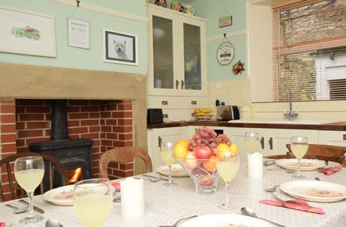 Last Minute Cottages - Attractive Keighley House S77442