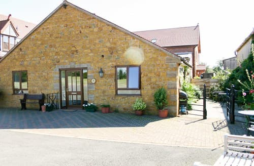 Last Minute Cottages - Adorable Knightcote Barn S77316