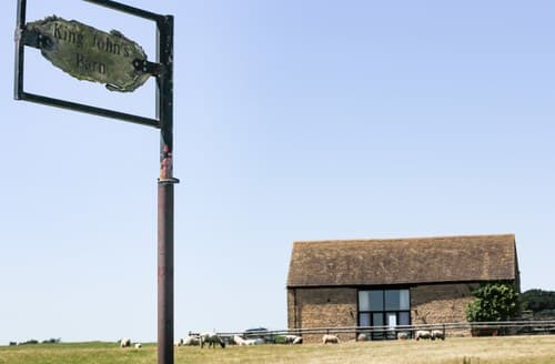 Last Minute Cottages - Gorgeous Burford Barn S77369
