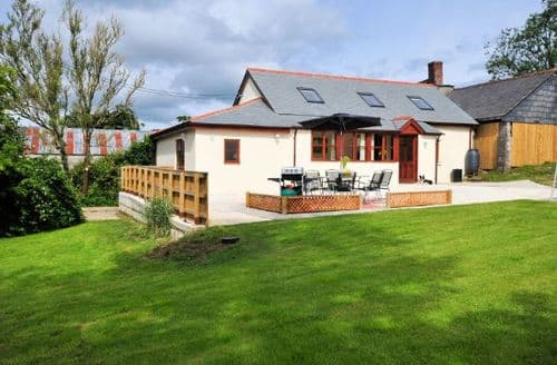 Last Minute Cottages - Exquisite Lifton Barn S8294
