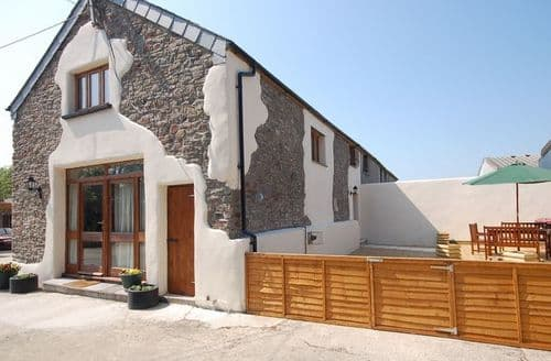 Last Minute Cottages - Delightful Bude Barn S8958