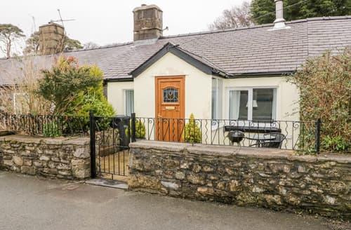 Last Minute Cottages - 2 Tyn Lon Cottages
