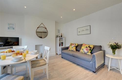 Last Minute Cottages - Splendid Hove Apartment S78994