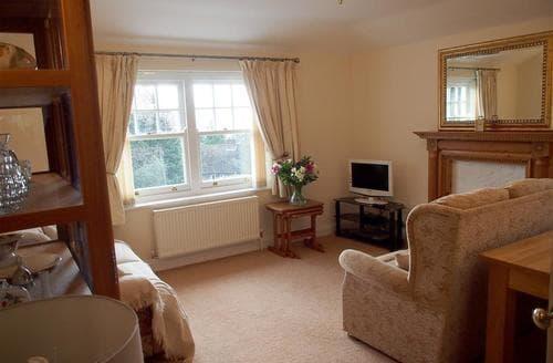 Last Minute Cottages - Inviting Crowhurst Apartment S79024