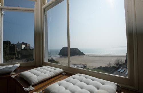 Last Minute Cottages - Lovely Tenby Apartment S79081