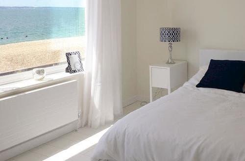 Last Minute Cottages - Exquisite Portsmouth Apartment S79257