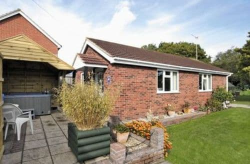 Last Minute Cottages - Cosy Wroxham Cottage S17749