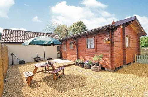 Last Minute Cottages - Lovely Thetford Lodge S17790