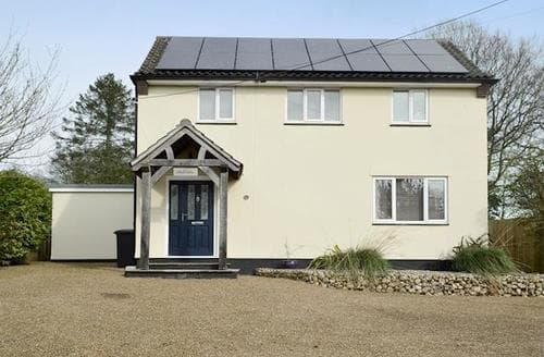 Last Minute Cottages - Lovely Wells Next The Sea Apartment S79601