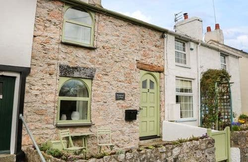Last Minute Cottages - Attractive Glanwydden Cottage S79927