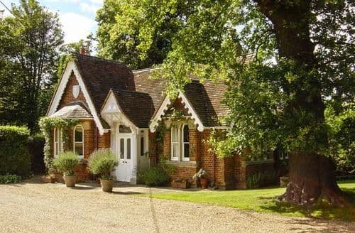 Big Cottages - Attractive Old Windsor Cottage S80036