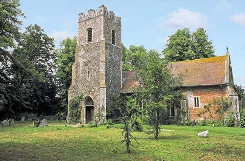 Last Minute Cottages - RISHANGLES OLD CHURCH