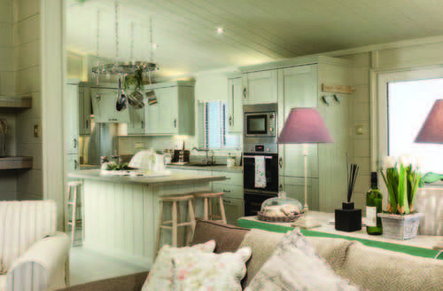 Dog Friendly Cottages - 2 Bedroom Signature Lodge at Fornham Park