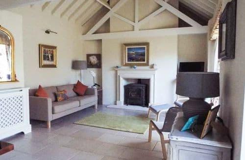 Last Minute Cottages - Cosy Monkton Combe Cottage S80501