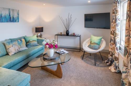 Last Minute Cottages - Attractive Cowes Apartment S80692