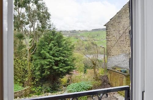 Last Minute Cottages - Stunning Haworth Cottage S80713