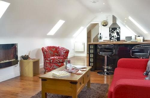 Last Minute Cottages - Beautiful Royal Wootton Bassett Apartment S80789