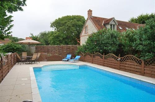 Last Minute Cottages - Gorgeous Ringstead Cottage S71132