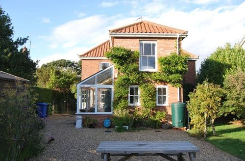 Last Minute Cottages - Tasteful Brancaster Staithe Cottage S71363