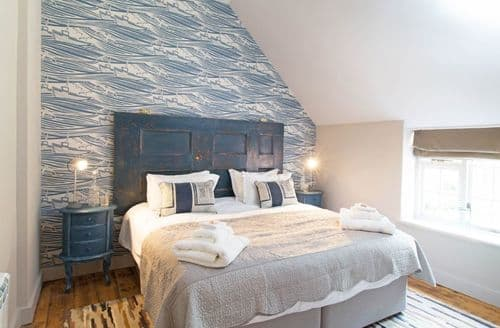 Last Minute Cottages - Cosy Thornham Cottage S72409