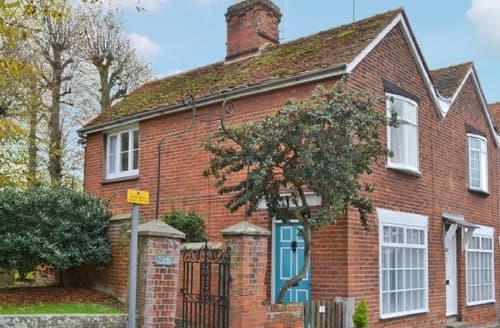 Last Minute Cottages - Wonderful Colchester Cottage S18111