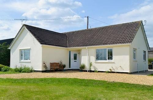 Big Cottages - Delightful Chippenham Cottage S81124