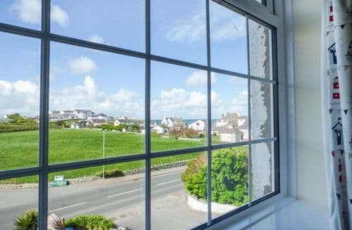 Last Minute Cottages - Cosy Trearddur Cottage S81242