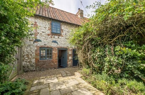 Last Minute Cottages - Attractive Thornham Cottage S81315