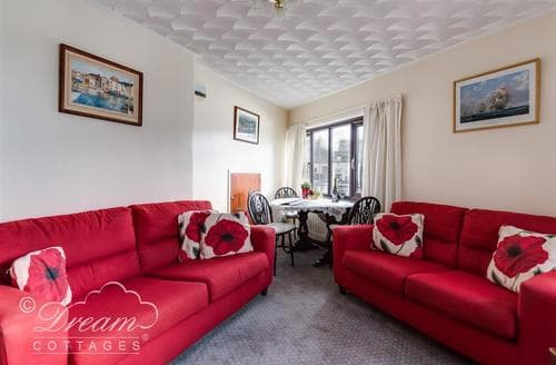 Last Minute Cottages - Luxury Weymouth Apartment S43237
