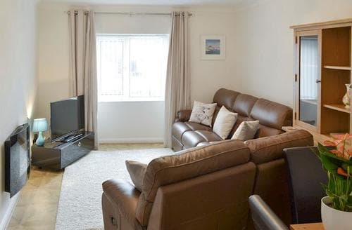 Last Minute Cottages - Lovely Newquay Apartment S81568