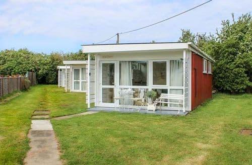 Last Minute Cottages - Quaint Heacham Cottage S81671