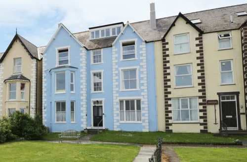 Last Minute Cottages - Cosy Llanfairfechan Apartment S81829