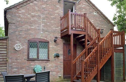 Last Minute Cottages - Excellent Brundall Apartment S81887