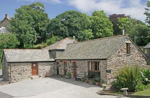 Last Minute Cottages - Cosy Threemilestone Cottage S82077