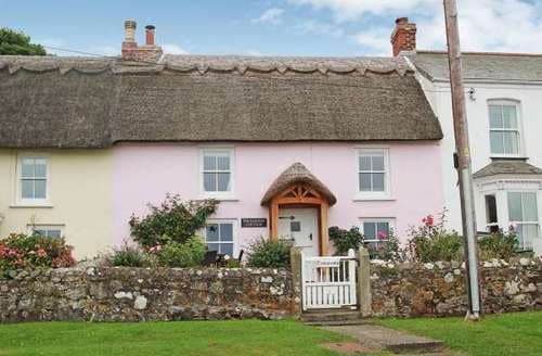 Last Minute Cottages - Inviting Coverack Cottage S82146