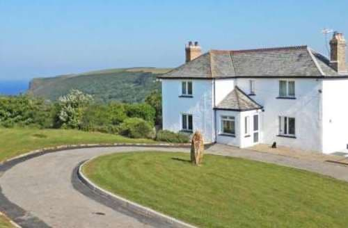 Last Minute Cottages - Lovely Crackington Haven Cottage S82307