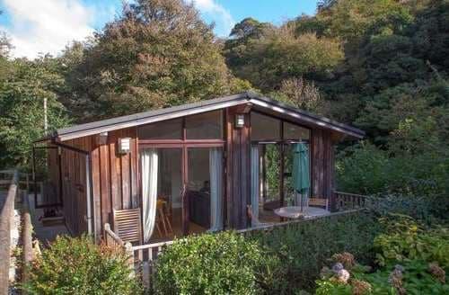 Last Minute Cottages - The Hide Lodge