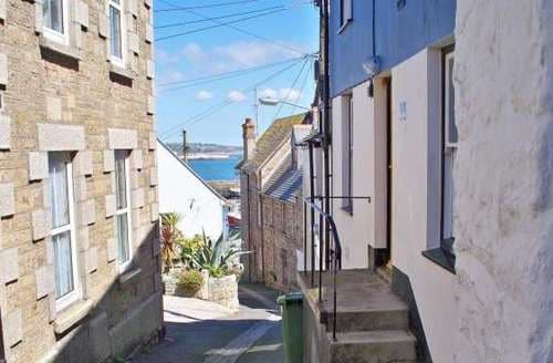 Last Minute Cottages - Wonderful Newlyn Cottage S82640