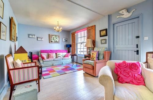 Last Minute Cottages - Edinburgh Cottage