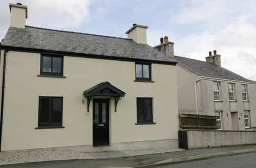 Last Minute Cottages - Exquisite Caernarfon Cottage S83449