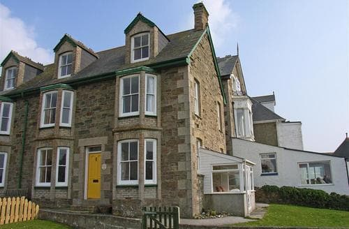 Last Minute Cottages - Seaview House