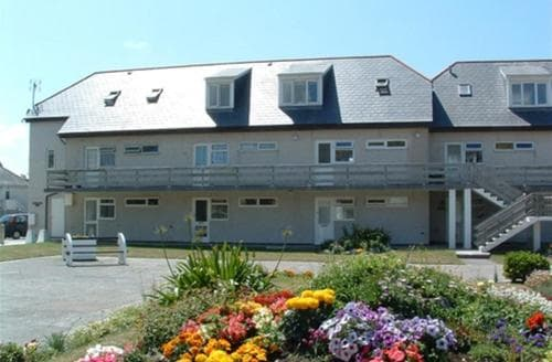 Last Minute Cottages - Captivating Perranporth Central Apartment S83534