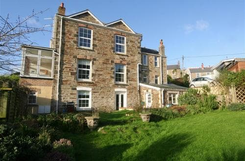 Last Minute Cottages - Lovely Perranporth Central Apartment S83539