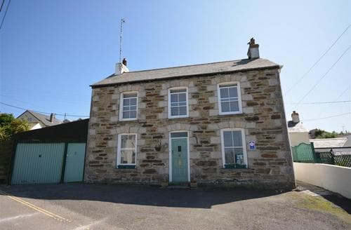 Last Minute Cottages - Splendid Perranporth Central Apartment S83540