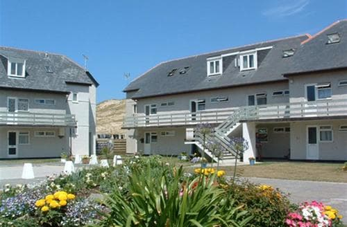 Last Minute Cottages - Wonderful Perranporth Central Apartment S83573