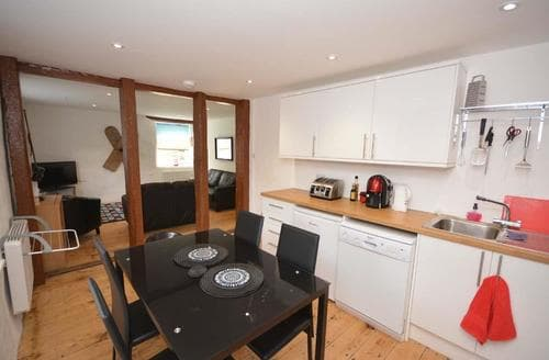 Last Minute Cottages - Inviting Trevaunance Apartment S83592