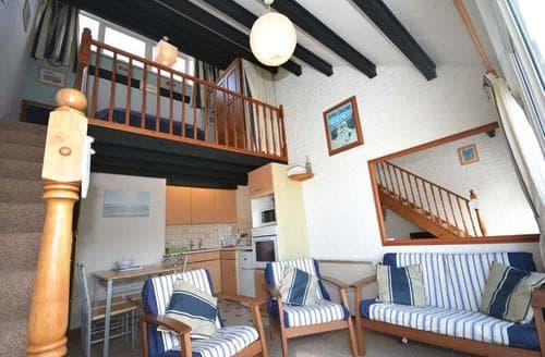 Last Minute Cottages - Charming Porthtowan Apartment S83605