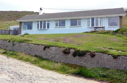 Last Minute Cottages - Inviting Porthtowan Apartment S83640