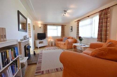 Last Minute Cottages - Captivating Dinas Lodge S71763