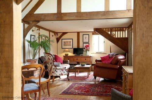 Last Minute Cottages - Surrey Hills Retreat, Dorking